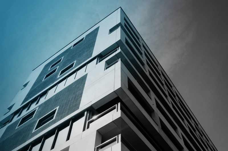 sulserdesign_Fassadenelemente_schalungsglatt_wohnhochhaus_hirzenbach_zuerich_1.jpg