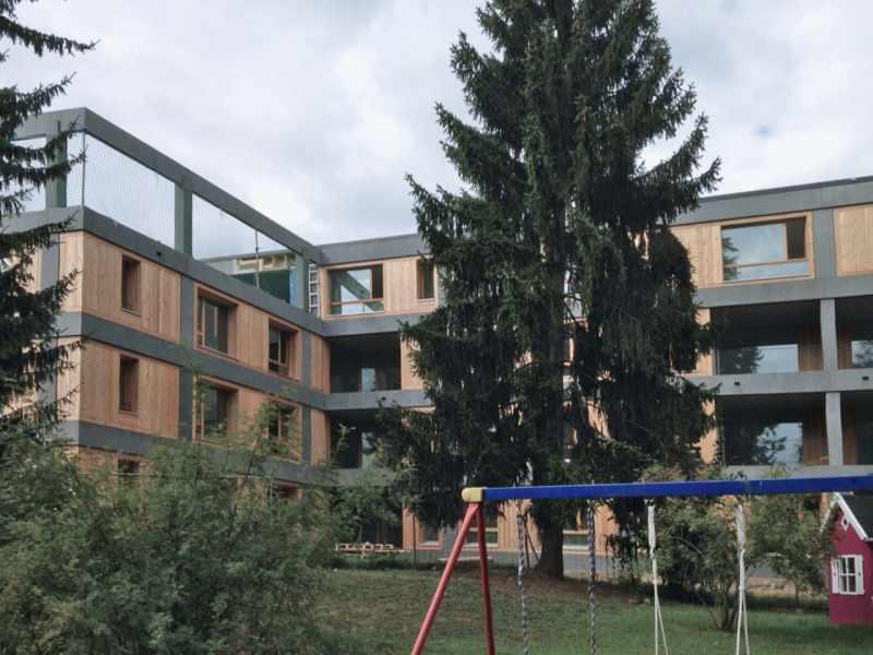 sulsertotal_Fassadenelemente_sandgestrahlt_demenzhaus_obesunne_arlesheim_4.jpg