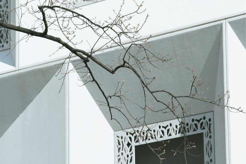 sulserdesign_Fassadenelemente_sandgestrahlt_Schalungsglatt_Sichtbeton_hotel_d_thepassage_basel_2.jpg